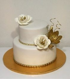 Wedding cake white and gold by Monikine torty ( Cakes by Monika) - http://cakesdecor.com/cakes/301226-wedding-cake-white-and-gold