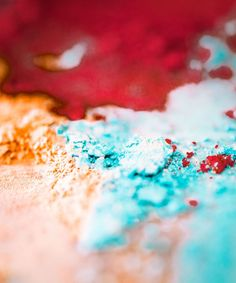 いいね!7,270件、コメント14件 ― MAKE UP FOR EVER OFFICIALさん(@makeupforeverofficial)のInstagramアカウント: 「Mixing powders - our favourite part in creating and innovating.🎨 Pigments, glosses, lipsticks,…」 Close Up Photography, Make Up, Lipstick, Cosmetics, Texture, Instagram Posts, Color, Surface Finish, Lipsticks
