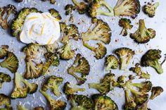 Brokkoli aus dem Backofen ist super aromatisch und ganz schnell gemacht. Eine tolle Zubereitungsart für dieses gesunde Gemüse.