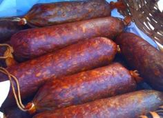 Házi füstölt szalámi, a böllér régi bevált receptje szerint! Salami Recipes, Homemade Sausage Recipes, Healthy Cooking, Cooking Recipes, Healthy Recepies, Romanian Food, Hungarian Recipes, Clean Recipes, Clean Eating