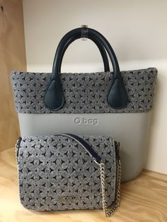 Leather Chain, Leather Purses, Cloth Bags, Beautiful Bags, Hobo Bag, My Bags, Handbag Accessories, Purses And Handbags, Fashion Bags