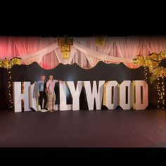 Want to create the Hollywood-themed party you've always dreamed of? Find Hollywood party supplies & ideas to make your event come to life at Shindigz. Hollywood Sweet 16, Old Hollywood Party, Hollywood Theme, Vintage Hollywood, Hollywood Night, Hollywood Hills, Hollywood Life, Gala Themes, Prom Themes