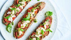 Grillet brød med tomat, tun og pesto | Letliv.dk