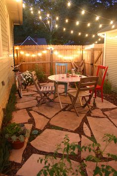 Super cute ideas for what to do with a small backyard! Great for a summer remodeling project | apartment therapy