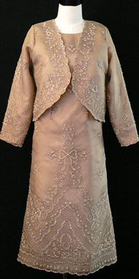 Filipiniana Gown Classic, chic and will never date. This strapless gown is enhanced with an embroidered beaded pina silk and an elegant coordinating jacket. Formal Dresses For Men, Formal Gowns, Barong Tagalog For Women, Modern Filipiniana Dress, Philippines Fashion, Traditional Gowns, Line Shopping, Strapless Gown, Well Dressed