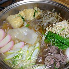朝から小雪ちらちらの京都。寒い〜、もういやや〜 あっ、おりぃちゃんに貰ったひもかわあと一袋ある〜⤴⤴今日は煮込みうどんにしよう✌ 新牛蒡、水菜、白ネギ、餅巾着、かまぼこ、えのき。冷蔵庫のモンみんな入れて。パパさんは肉うどん好きやから牛肉も。旨い〜あったまる〜 おりぃちゃん、ありがとう☆*:.。. o(≧▽≦)o .。.:*☆ - 113件のもぐもぐ - ひもかわで煮込みうどん by tanuko