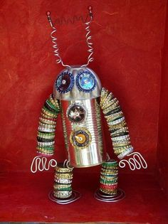 Upcycle Tin Cans- Creative Ideas For Upcycling Tin Cans Tin Can Crafts, Metal Crafts, Arts And Crafts, Bottle Cap Projects, Bottle Cap Crafts, Recycled Robot, Recycled Crafts, Recycled Clothing, Recycled Fashion