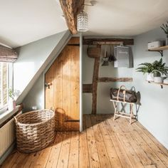 Pollyanna Cottage in the Cotswolds - cottage bedroom Country Cottage Interiors, Rustic Home Interiors, Farmhouse Interior, Cottage Homes, Cotswold Cottage Interior, Country Cottage Bedroom, Cottage Doors Interior, Irish Cottage Decor, English Cottage Bedrooms