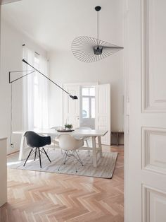 Discover recipes, home ideas, style inspiration and other ideas to try. Nordic Chic, Hallway Carpet, Lets Stay Home, Interior S, Interiores Design, Home And Living, Dining Room, Contemporary, House