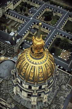 Le dôme des Invalides à Paris, France (48°51' N – 2°18' E). photo by YannArthusBertrand