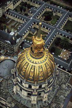 Le dôme des Invalides à Paris.