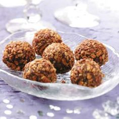 Chocolate Rum Truffles Recipe -It's hard to eat just one of these chocolaty silky candies. I like to keep some on hand for a quick sweet treat. Rum Truffles, Homemade Truffles, Cookie Dough Truffles, Chocolate Truffles, Mint Chocolate, Chocolate Food, Chocolate Hazelnut, Melting Chocolate Chips, Chocolate Chip Cookie Dough