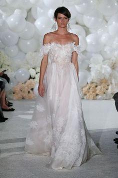 Brautkleider-Trends 2018: DAS sind die 100 schönsten Kleider! : Fotoalbum - gofeminin Trends 2018, One Shoulder Wedding Dress, Wedding Dresses, Fashion, Pictures, Photograph Album, Beautiful Dresses, Dress Wedding, Nice Asses