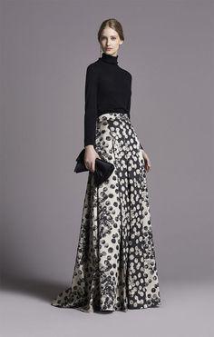 CH Carolina Herrera Women's Fall Long skirt with turtleneck Look Fashion, Womens Fashion, Fashion Tips, Fashion Design, Classy Fashion, French Fashion, Milan Fashion, Modest Fashion, Fashion Dresses