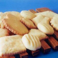 Receita de Biscoitos do Céu - 240 gr açúcar , 240 gr margarina , 2 unidades de ovo , 1 quanto baste de raspas de limão , 500 gr farinha de trigo