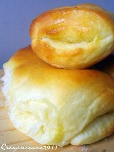 Roll Bread {The most fluffy roll I& ever made!} - Prunille makes his show . Crockpot Recipes, Snack Recipes, Snacks, Bread Recipes, Baguette, Desserts With Biscuits, Homemade Bagels, Food Fantasy, Sandwiches