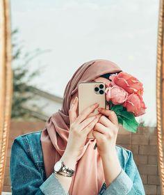 Hijabi Girl, Girl Hijab, Cute Girl Poses, Girl Photo Poses, Cool Girl Pictures, Girl Photos, Hijab Hipster, Beautiful Hijab Girl, Stylish Hijab