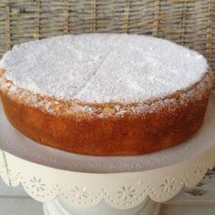 La torta al latte caldo: morbidissima e veloce - The hot milk cake: soft and fast Italian Desserts, Just Desserts, Delicious Desserts, Nutella Cookies, Cake Cookies, Bakery Recipes, Cooking Recipes, Super Torte, French Cake