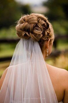 Acconciature con il velo - Acconciatura raccolta con velo - Matrimonio.it