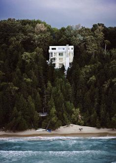 """urbanfragment: """"The Wind has a voice."""" Richard Meier's Douglas House on the shore of Lake Michigan, Harbor Springs. Beautifully captured by architectural photographer Scott Frances Richard Meier, Richard Neutra, Douglas House, Beautiful Homes, Beautiful Places, Cliff House, Lake Michigan, Michigan Usa, Northern Michigan"""