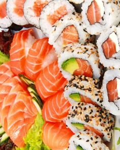 """sushimode: """" There is some super gorgeous looking sushi Tag a sushi crazy amigo that you would just love to devour this with! Cute Food, Yummy Food, Good Food, Japanese Food Sushi, Enjoy Your Meal, Plat Simple, Food Goals, My Favorite Food, Favorite Recipes"""