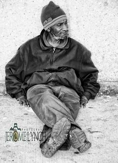 Chicago, homeless, old guy, male, dispair, poverty, wrinckles, lines of life, storyteller, expression, emotional, powerful face, intense, portrait, b/w