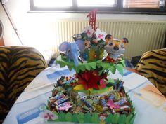 sladká torta z papiera a sladkostí džungľa
