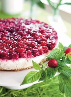Vadelmainen juustokakku Cheesecakes, Yummy Cakes, Recipies, Deserts, Food And Drink, Sweets, Baking, Party, Motion