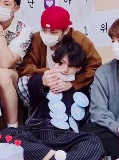 "taekook 🐾 JK DAY 🐰 on Twitter: ""same hug, same hearts, same feelings… "" Back Hug, Baby Cookies, Hug Me, Taekook, Looking Back, Twitter, My Eyes, I Am Awesome, In This Moment"