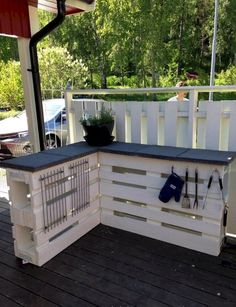 Outdoor deck furniture ideas pallet home Kitchen Outdoor Pallet Bar Pallet Pergola Pallet Pool Pallet Fence Palet Bar Pinterest 80 Unique Pallet Projects You Can Build For Less Than 50 Around
