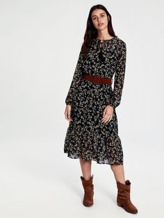 Perfect Image, Perfect Photo, Love Photos, Cool Pictures, Mid Length Dresses, Dress Patterns, Fabric Design, Cold Shoulder Dress, Two Piece Skirt Set