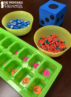 Number Game for Kindergarten Here's an easy to make game to build number sense. It's perfect for the beginning of the year in Kindergarten.Here's an easy to make game to build number sense. It's perfect for the beginning of the year in Kindergarten. Number Games Kindergarten, Numbers Preschool, Kindergarten Centers, Math Numbers, Teaching Kindergarten, Literacy Centers, Teaching Numbers, Kindergarten Math Activities, Space Activities