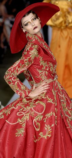 I meed that eyebrow stencil! Christian Dior Couture Fall 2007