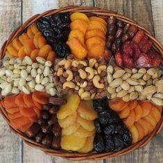 Fruit Basket Ideas Gift Dry 27 Ideas #fruit #basket Dry Fruit Basket, Dry Fruit Box, Dried Fruit, Fresh Fruit, Diy Food Gifts, Fruit Gifts, Fruit Decorations, Food Decoration, Fruit Sec