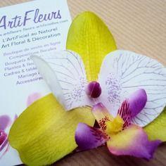Broche ou barrette fleuron orchidée lime blanc cœur magique