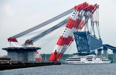 Here is a gigantic floating crane in Japan