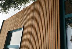 Rhombus red cedar Open gevelbekleding 18 x 68 mm Lengte 185 cm ruitvormig Oak Cladding, House Cladding, Bungalow, Cedar Walls, Western Red Cedar, House Extensions, Pergola Patio, Small Patio, Bedroom Colors