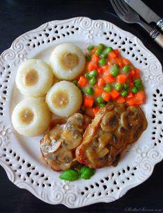 Schab w Sosie Pieczarkowym - Przepis - Słodka Strona Waffles, Sausage, French Toast, Dinner Recipes, Meat, Breakfast, Foods, Kitchens, Food And Drinks