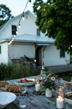 120 stunning romantic backyard garden ideas on a budge Fresco, Outdoor Dining, Outdoor Spaces, Outdoor Cafe, Romantic Backyard, Deco Table, Decoration Table, Garden Decorations, Outdoor Entertaining