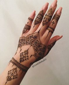 The art of henna (called mehndi in Hindi & Urdu) has been practiced for over Origin of years in Pakistan, India, Africa and the Middle East. There is some documentation that it is over 9000 years old. Because henna has natural cooling properties Beautiful Henna Designs, Latest Mehndi Designs, Mehndi Designs For Hands, Henna Tattoo Designs, Arabic Henna Designs, Mehandi Designs, Henna Hand Designs, Finger Mehendi Designs, Floral Henna Designs