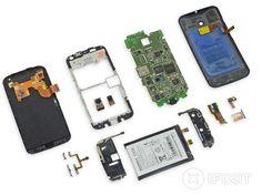 Motorola Moto X en pièces détachées, iFixit l'a fait ! Iphone Secret Codes, Iphone Secrets, Electronic Recycling, Repair Manuals, Usb Flash Drive, Tech, Hardware, Exploded View, Top News