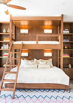 Why Adult Bunk Beds Are a Design Do: Studio Lifestyle transforms a basic bedroom into a fun guest room with one seriously unexpected detail Bunk Bed Rooms, Adult Bunk Beds, Bunk Beds With Stairs, Cool Bunk Beds, Kids Bunk Beds, Bunk Beds For Adults, Lofted Beds, Full Size Bunk Beds, Bunk Beds With Storage