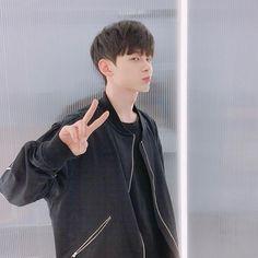 Cute Korean Boys, Asian Boys, Cute Girls, Cute Girl Pic, Ulzzang Boy, Mens Glasses, Handsome Boys, Kpop, Hairstyle