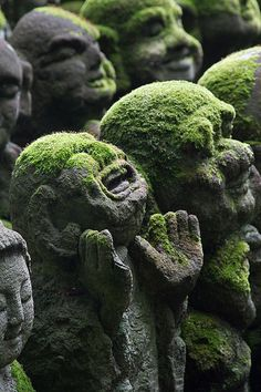 'The Scream' Jizo Kshitigarbha at Otagi Nenbutsu-ji Temple (Kyoto, Japan)|京都・愛宕念仏寺の地蔵