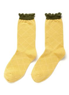 Give your footwear collection a playful update with these pineapple crew socks by Hansel From Basel. This cotton-blend pair will keep you comfortable and stylish. Wear them with your cuffs rolled up to show off the whimsical design.