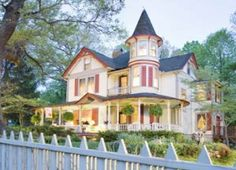 1985 Queen Anne Victorian located in the mountain Village of Saluda, North Carolina, USA~ The Oaks Bed & Breakfast Beautiful Homes, Beautiful Places, Oak Beds, Victorian Architecture, Victorian Buildings, Beautiful Architecture, Beautiful Buildings, Second Empire, Victorian Homes