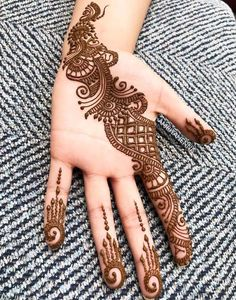 Best And Simple Arabic Mehandi Designs: – Henna 2020 Henna Hand Designs, Eid Mehndi Designs, Mehndi Designs Finger, Indian Henna Designs, Latest Arabic Mehndi Designs, Mehndi Designs For Girls, Mehndi Designs For Beginners, Stylish Mehndi Designs, Mehndi Designs For Fingers