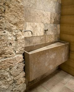 Country House in Sarteano - Custom Travertine Washbasin.
