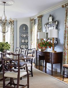 Cottage Dining Rooms, Country Dining Rooms, Antique Dining Rooms, World Of Interiors, Traditional Dining Rooms, Traditional Decor, English Decor, Modern Restaurant, Beautiful Dining Rooms