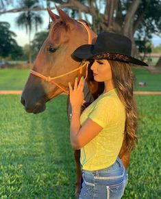 Foto Cowgirl, Estilo Cowgirl, Sexy Cowgirl, Cowgirl Outfits, Equestrian Outfits, Rodeo Girls, Farm Clothes, Western Girl, Foto Pose
